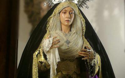 Nuestra Señora de la Esperanza, alumbra su luto